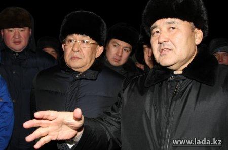 В Актау с бастующими «Каражанбасмунай» встретился первый заместитель премьер-министра Умирзак Шукеев