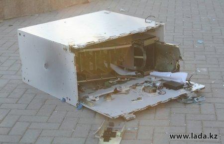 В Жанаозене полиция постепенно задерживает подозреваемых в разграблении магазинов и банкоматов