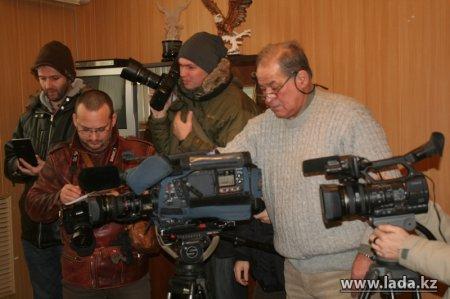 Официальный представитель правительственной комиссии по вопросам города Жанаозен Нурбол Телегенов отчитался перед журналистами